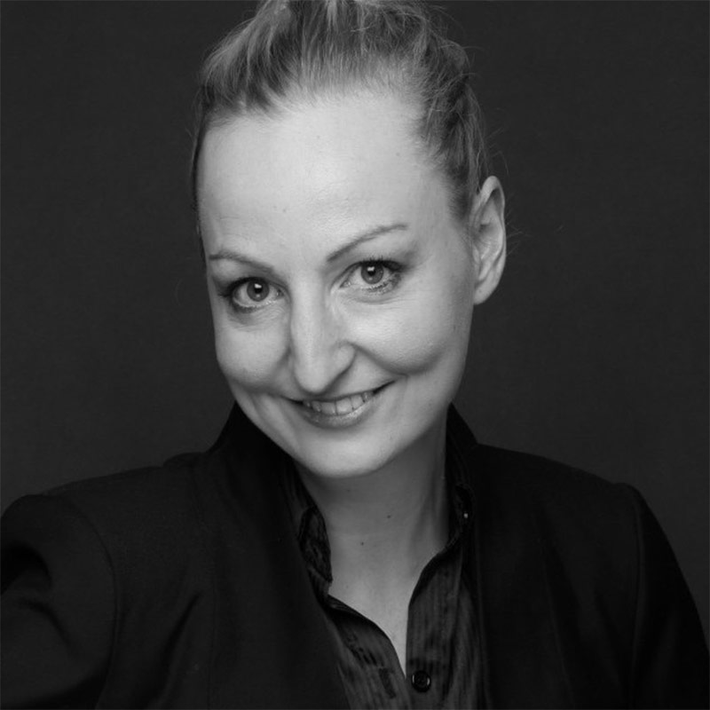Julia Dehghani